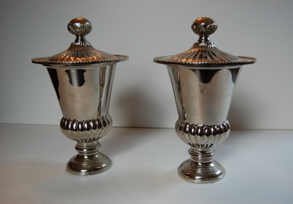 Set of two silver jars with lids
