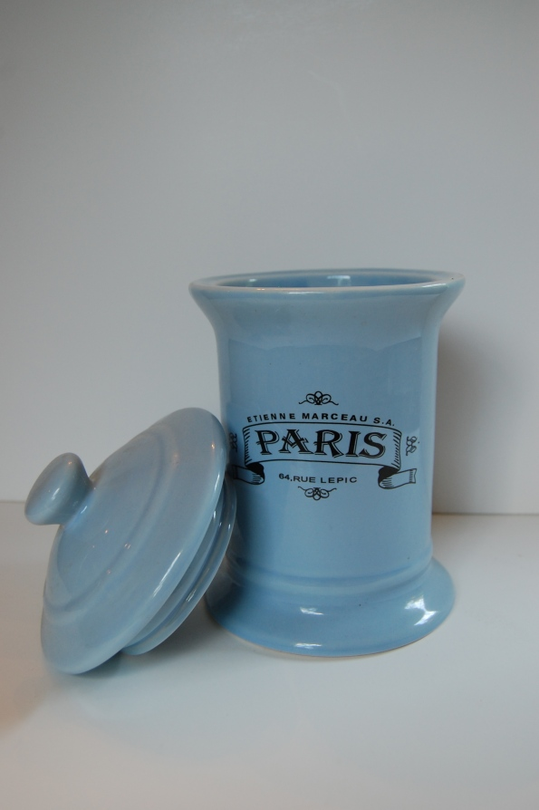 Paris container with removable lid