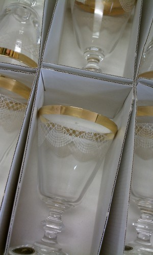 Gold rimmed glasses with scallop detial