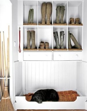 Wellie Storage with black lab