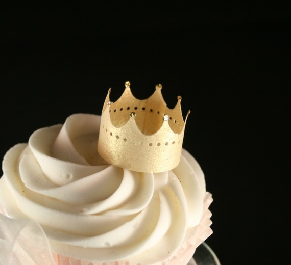 Edible gold crowns from Etsy