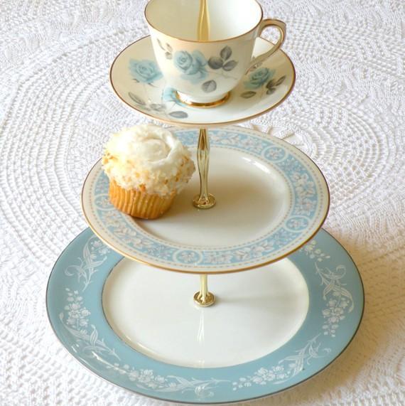 Light blue cake stand