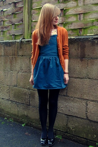 Blue black and orange outfit color blocking