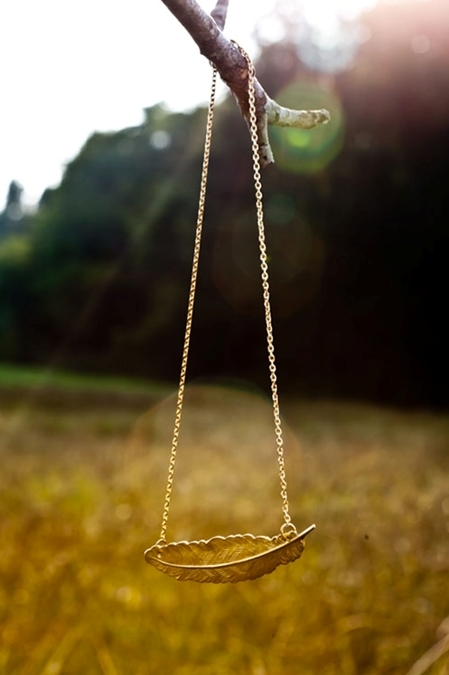 Light as a feather gold necklace