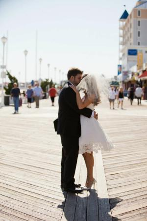 Beth and Jeremy Boardwalk pictures k-i-s-s-i-n-g